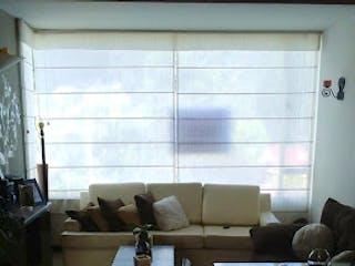 Una habitación con una cama y una ventana en Apartamento en venta en Bojacá de tres habitaciones