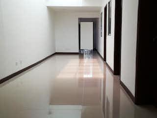 Una vista de un cuarto de baño con una puerta de cristal en Casa en venta en La Floresta, de 203mtrs2