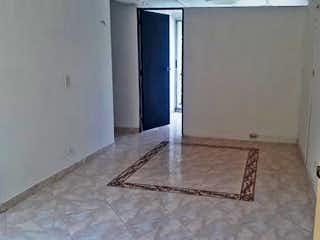 Un cuarto de baño que tiene una ducha en él en URB HORTENSIA II