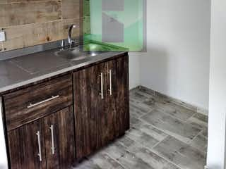 Una cocina con lavabo y microondas en PUERTO ALEGRE