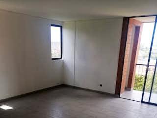 Un cuarto de baño con un inodoro y una ventana en Apartamento en venta en Centro, de 40mtrs2