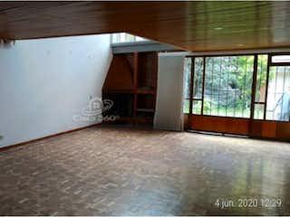 Una habitación que tiene una ventana en ella en Casa en venta en Pasadena, 275mt de dos niveles