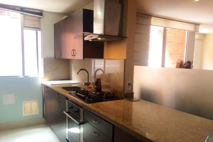 Foto 4 de Apartamento En Venta En Bogota Calleja Baja  con dos balcones en piso tercero.