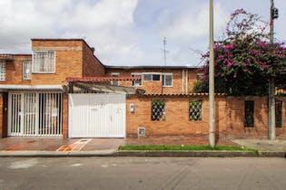 Casa en venta en La Esmeralda de 216m²