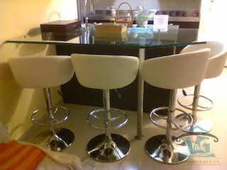 Un montón de copas de vino sentadas en una mesa en TORRES DE VALBUENA