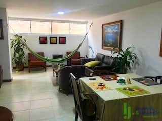 Una sala de estar llena de muebles y una ventana en Apartamento en venta en Zúñiga, de 113mtrs2
