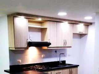 Una cocina con un horno de cocina y un fregadero en TOLEDO CAMPESTRE