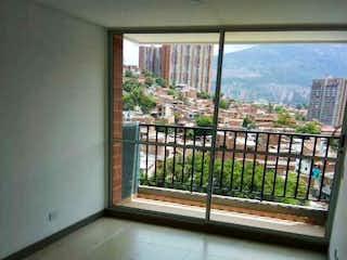 Un baño con una ventana y una ventana en urbanizacin vivenza