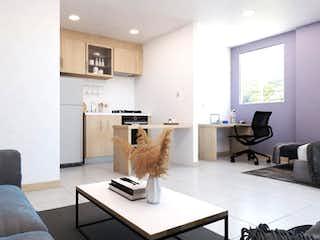 Una sala de estar llena de muebles y una mesa de café en Torre de Alcores