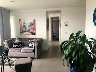 Una sala de estar llena de muebles y una televisión de pantalla plana en Apartamento en venta en Loma de los Bernal, 67mt con balcon