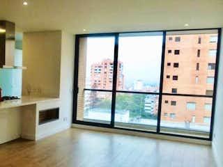 Una cocina con una ventana, un lavabo y una ventana en Apartamento En Venta En Bogota El Refugio