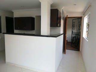 Cocina con nevera y microondas en Apartamento en venta en Santa Lucía, 54mt