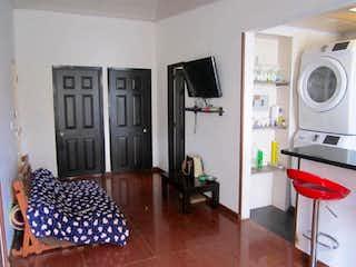 Una sala de estar llena de muebles y una chimenea en Piedra Verde en Tibabuyes