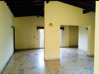 Un pasillo con una puerta y una puerta en Casa en venta en San Javier, 185mt con balcon