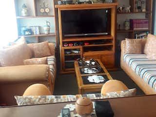 Una sala de estar llena de muebles y una televisión de pantalla plana en Departamento en venta en Jardín Balbuena, 120mt
