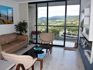 Una sala de estar llena de muebles y una ventana en Apartamento en venta en Alto de Las Palmas Indiana, 75mt con balcon