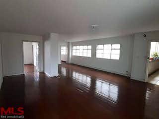 Una sala de estar llena de muebles y un suelo de madera en Santa Ana