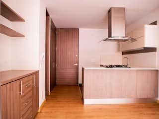 Un cuarto de baño con lavabo de bañera y espejo en 99995 - Vendo ApartaEstudio en Santa Barbara Alta