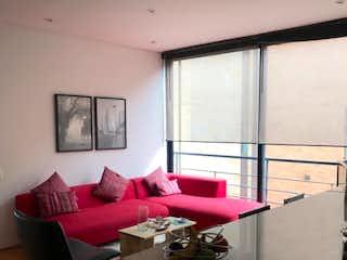 Una sala de estar llena de muebles y una ventana en Apartamento en venta en El Virrey de dos alcobas