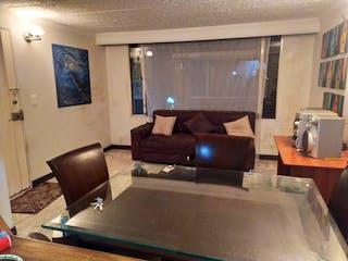 Una sala de estar llena de muebles y una televisión de pantalla plana en Apartamento en Venta Suba Compartir de 51m2
