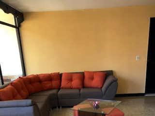 Una sala de estar con un sofá y un sofá en Apartamento en venta en Rosales, de 47mtrs2