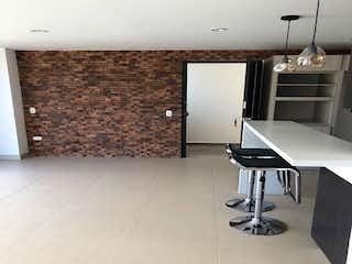 Una cocina con una encimera y una estufa en Apartamento en venta en El Retiro, 78mt con balcon