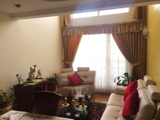 Una sala de estar llena de muebles y una ventana en Apartamento En Venta En Bogota Modelia- 3 alcobas