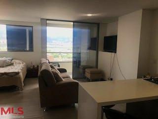 Una sala de estar llena de muebles y una televisión de pantalla plana en La Riviere