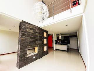 Un cuarto de baño con lavabo y un espejo en Venta Casa San Joaquin Cota de 188m2
