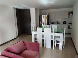 Una sala de estar llena de muebles y decoración en Apartamento en venta en San Germán de tres alcobas