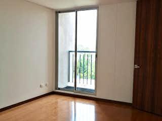 Una cocina con una ventana y un suelo de madera en Apartamento en venta en Usatama de dos habitaciones