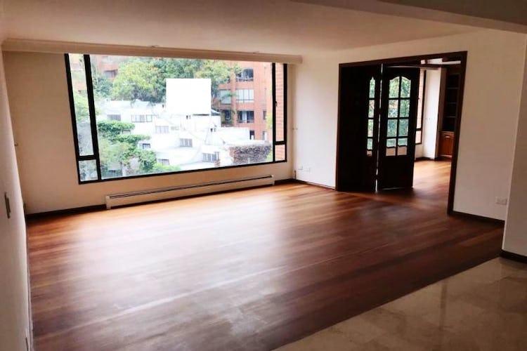Foto 1 de Apartamento En Venta En Las Acacias, con chimenea a leña.