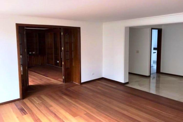Foto 2 de Apartamento En Venta En Las Acacias, con chimenea a leña.