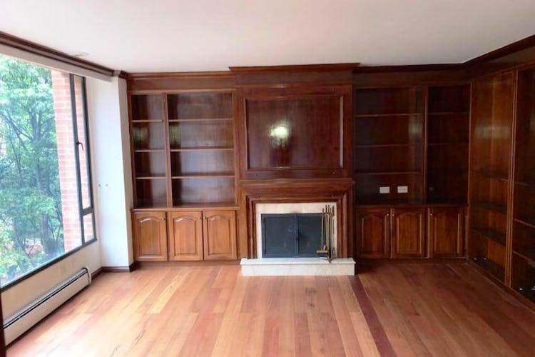 Foto 5 de Apartamento En Venta En Las Acacias, con chimenea a leña.