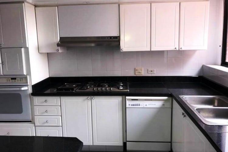 Foto 7 de Apartamento En Venta En Las Acacias, con chimenea a leña.