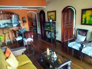 Una sala de estar llena de muebles y una televisión de pantalla plana en Apartamento en venta en Brasilia, 235mt con terraza