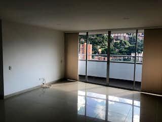Un cuarto de baño con una puerta de cristal y una ventana en Apartamento en venta en La Paz, de 87mtrs2