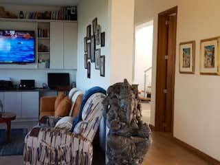 Una sala de estar llena de muebles y una televisión de pantalla plana en  SOTO DEL ESTE