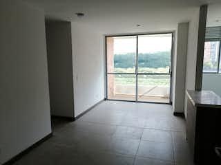 Un baño que tiene una ventana en él en Apartamento en venta en Guayabalía, 58mt con balcon