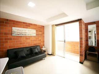 Una sala de estar llena de muebles y una ventana en Apartamento en venta en Universidad Medellín de una habitacion