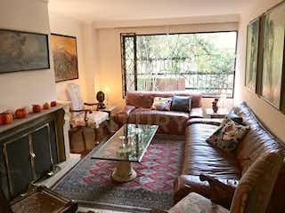 Una sala de estar llena de muebles y una televisión de pantalla plana en Apartamento Duplex en venta en Santa Ana de 125m2