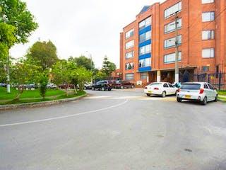 Un coche estacionado al lado de una calle en Apartamento En Venta En Bogota Cofradia