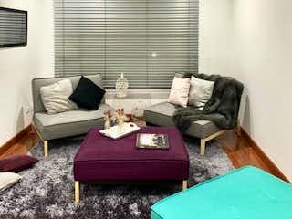 Una sala de estar llena de muebles y un sofá en Apartamento en venta en El Virrey de 50m2