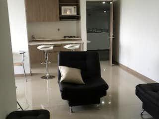 Una sala de estar con un sofá y una silla en Vitta