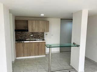 Una cocina con nevera y fregadero en Apartamento en venta en La Cumbre, 59mt con doble balcon
