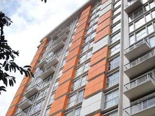 Un edificio de ladrillo alto con un reloj en él en Amplio departamento cerca de Plaza Galerias