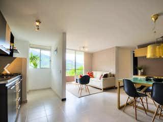 Una sala de estar llena de muebles y una mesa en Portón del Norte