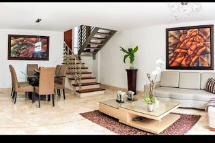 Casa en venta en Altos Del Poblado, 234m² con Piscina...