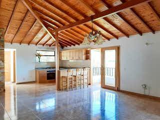 Una habitación llena de un montón de muebles de madera en LOS EUGENIOS