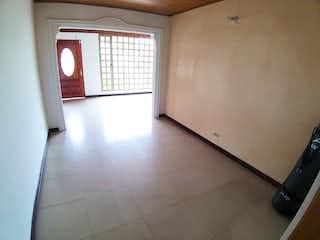 Una habitación que tiene una ventana en ella en Casa en venta en Loma del Atravezado, 700mt